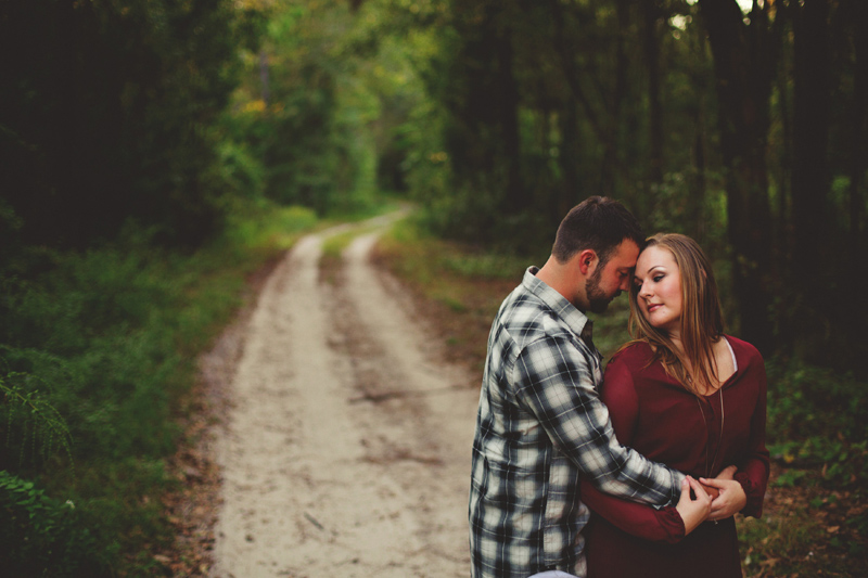 romantic-woodsy-farm-engagement-jason-mize-028