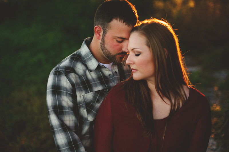 romantic-woodsy-farm-engagement-jason-mize-038