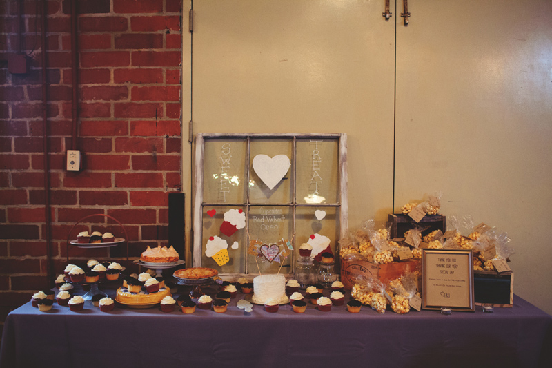 winter park farmers market wedding: cake and dessert table
