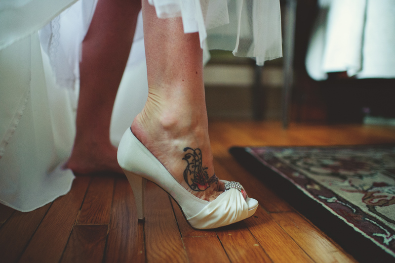 the club continental wedding: brides shoes tattoo