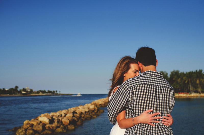 jupiter-romantic-engagement-photos-019