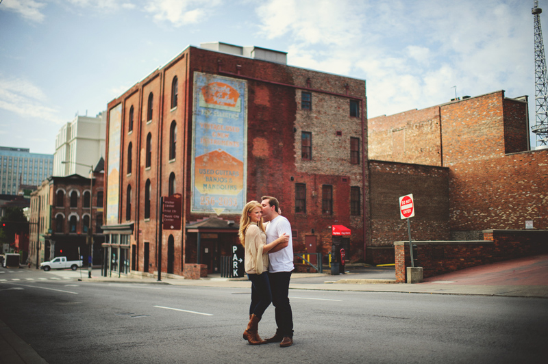 downtown nashville wedding: kissing in the street