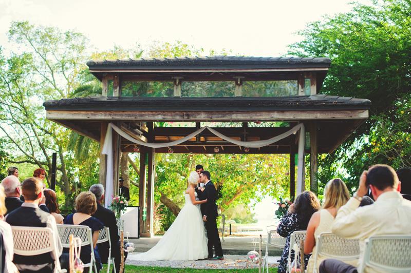 modern-vintage-selby-gardens-wedding-jason-mize-056