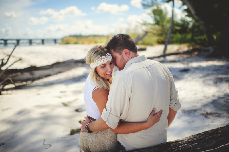 boho beach engagement photos: headband