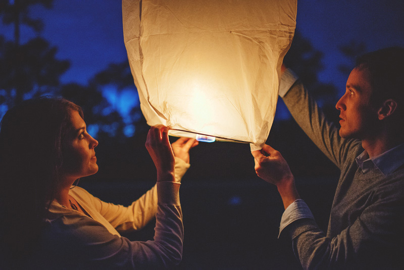 letting wishing lanterns go engagement photos