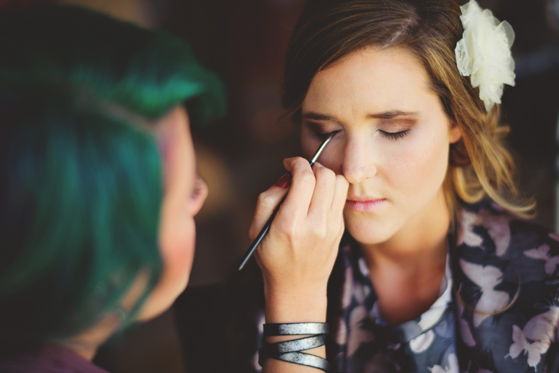 backyard wedding tampa: bride getting eye makeup on