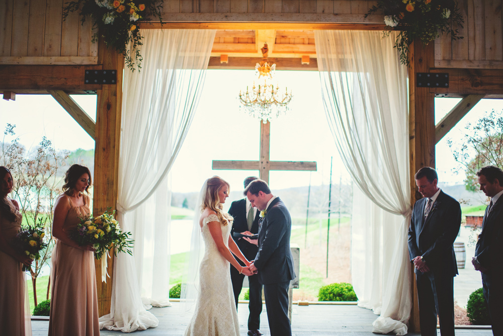mint springs farm wedding: praying