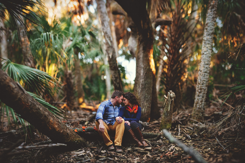 romantic-florida-river-engagement-photos-008.jpg