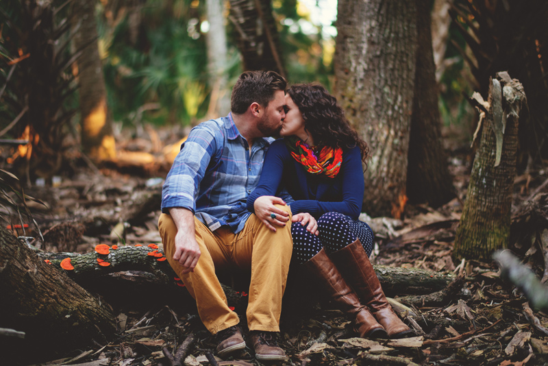romantic-florida-river-engagement-photos-009.jpg