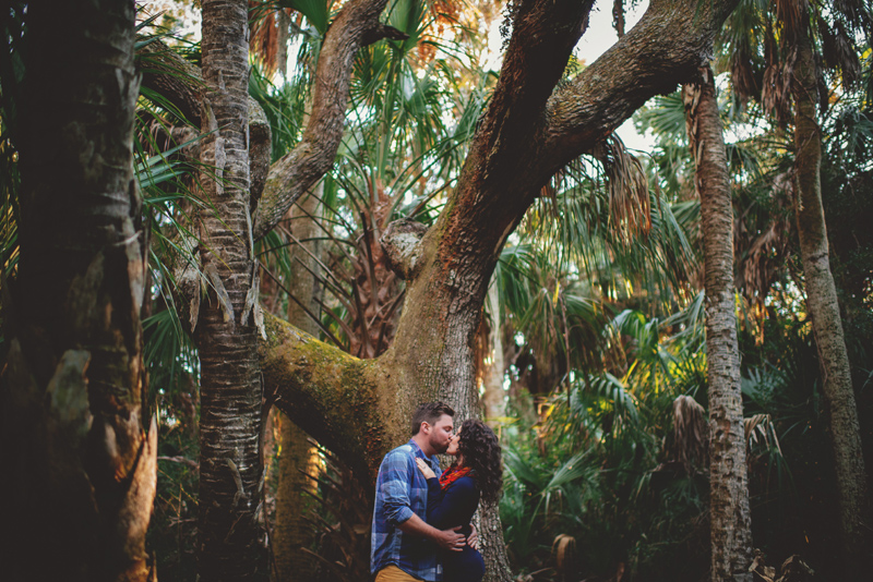 romantic-florida-river-engagement-photos-011.jpg