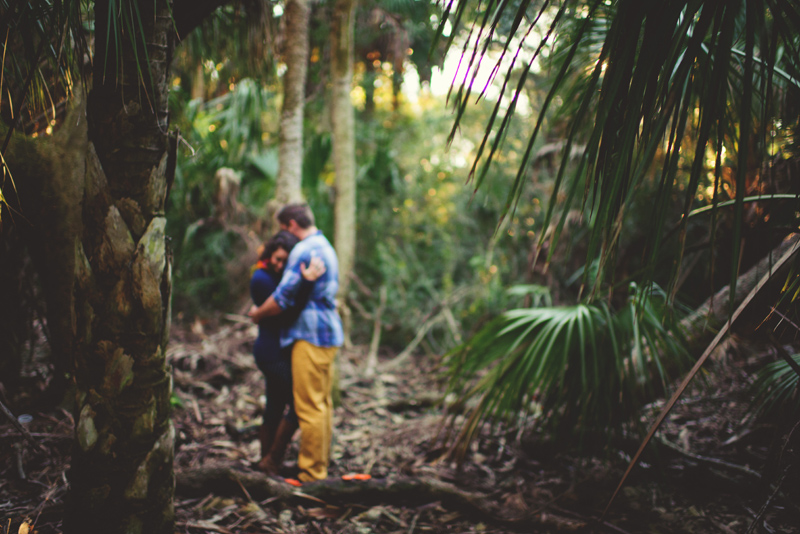 romantic-florida-river-engagement-photos-015.jpg