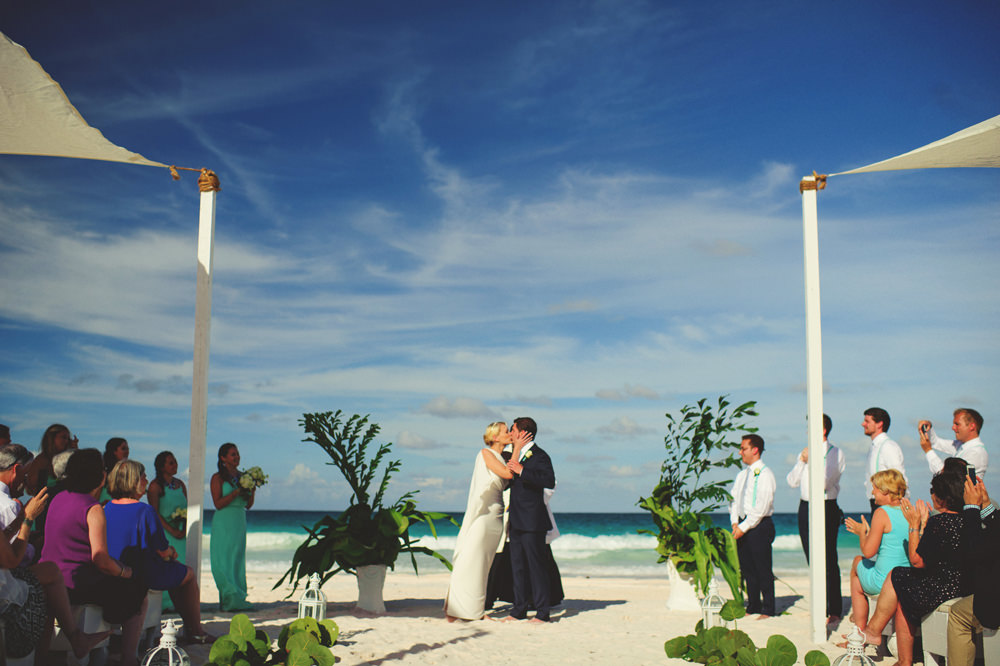 ocean view club wedding : first kiss