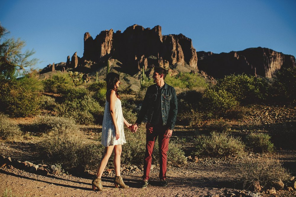 superstition-mountains-desert-engagement-photos-0005.jpg