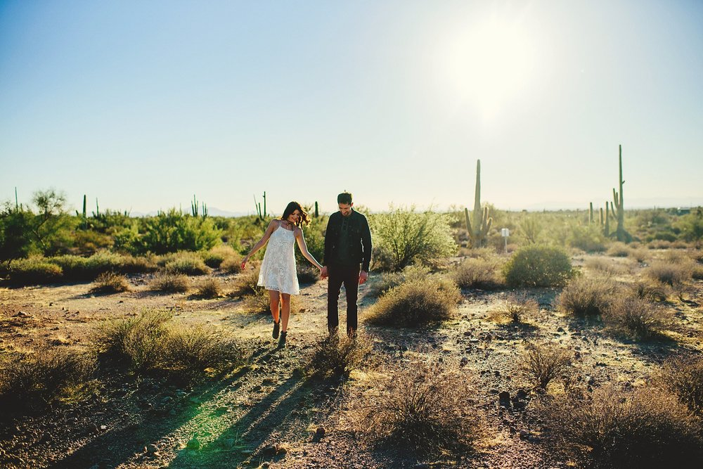 superstition-mountains-desert-engagement-photos-0006.jpg