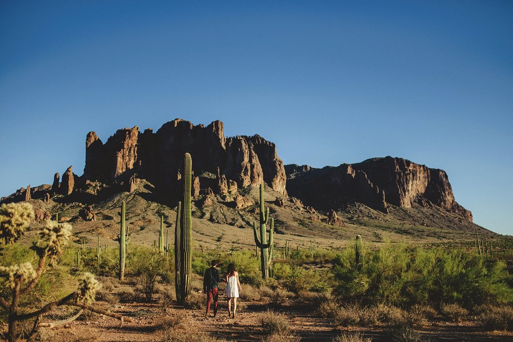 superstition-mountains-desert-engagement-photos-0008.jpg