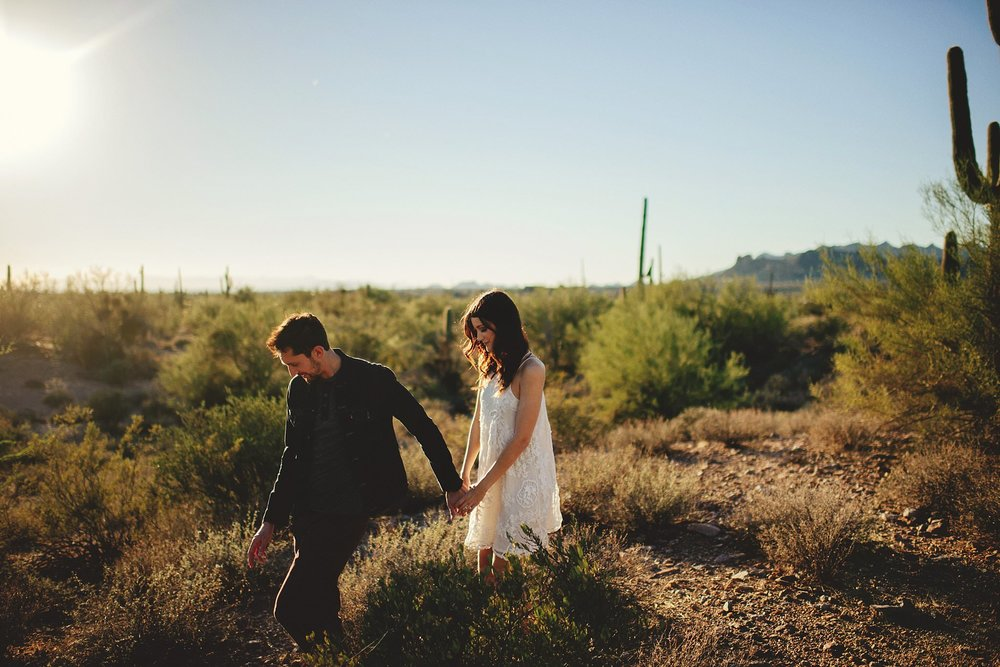 superstition-mountains-desert-engagement-photos-0014.jpg