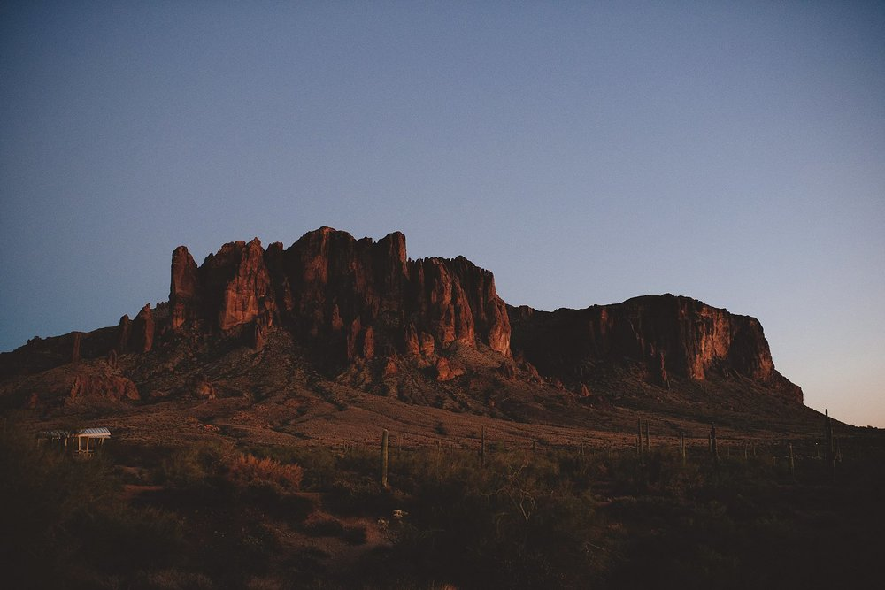 superstition-mountains-desert-engagement-photos-0039.jpg