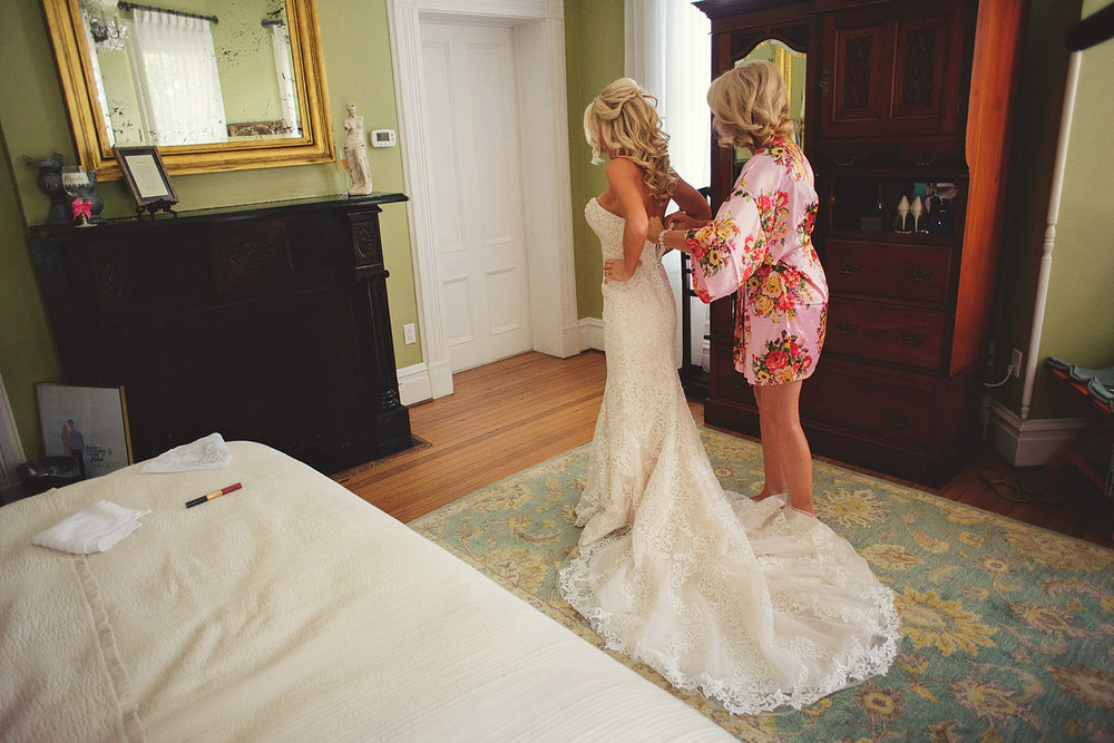 Harper Fowlkes House wedding: bride getting into dress