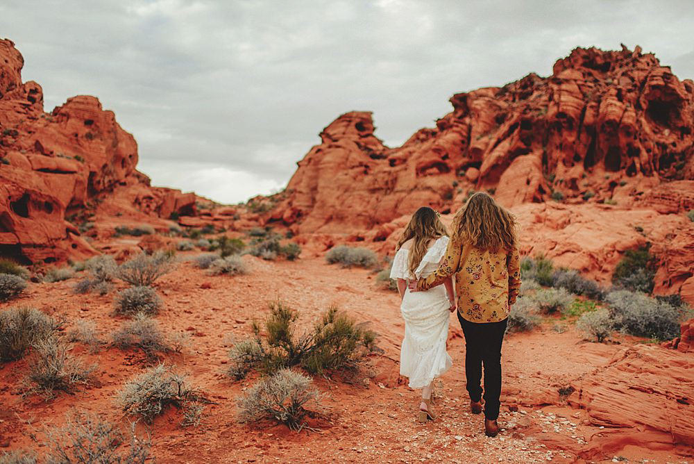 valley of fire engagement photos : hiking up hill