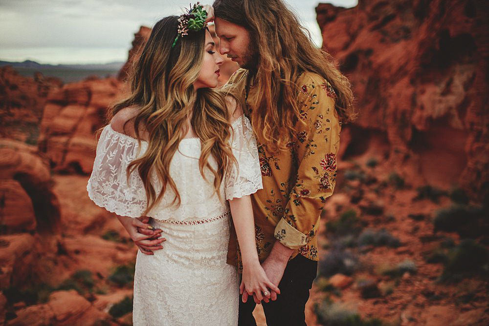 valley of fire engagement photos : bohemian style