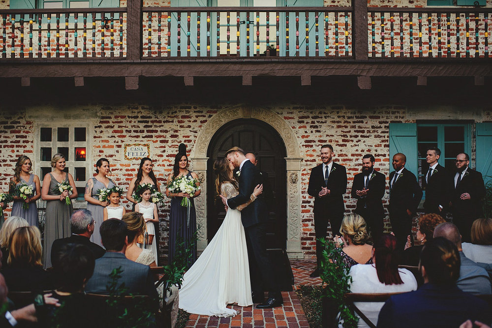 casa feliz wedding photos: first kiss