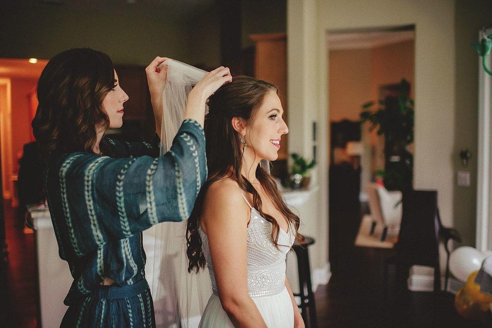knowles memorial chapel wedding: bride getting veil put in