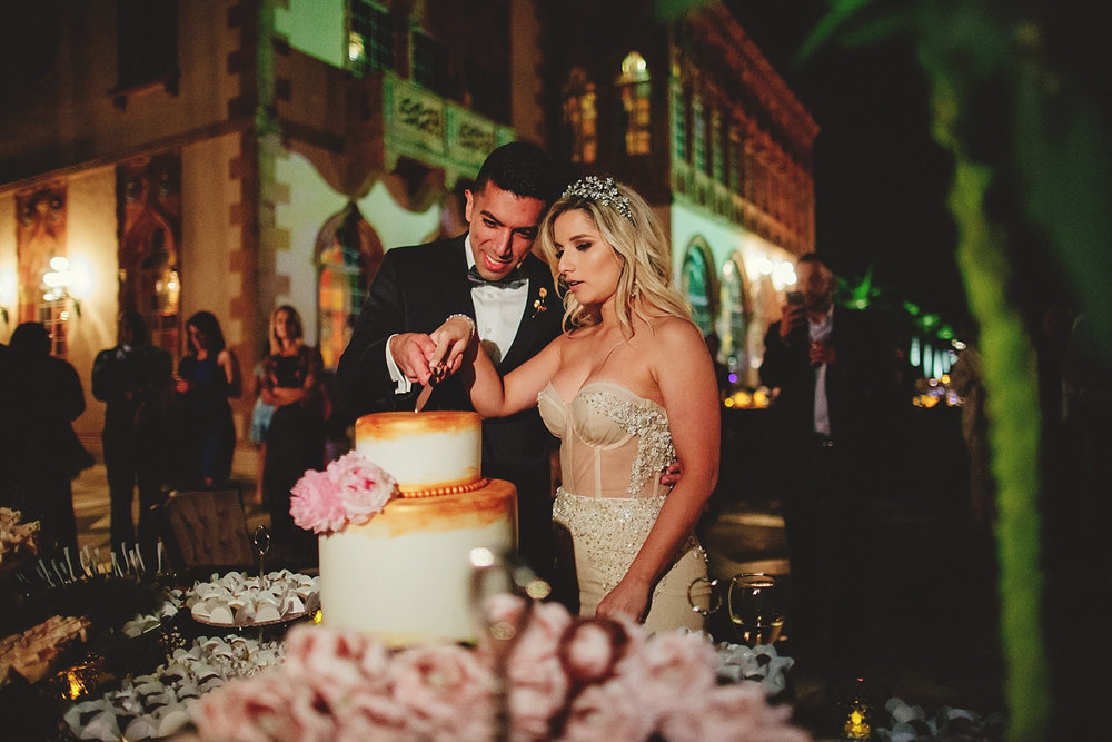 editorial ringling wedding: bride and groom cutting cake