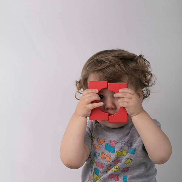 Peek-a-boo! Heather Grey t-shirt in size 2 on a two-year old.