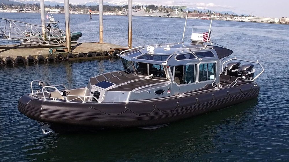 31FT FULL CABIN  10' BEAM  -