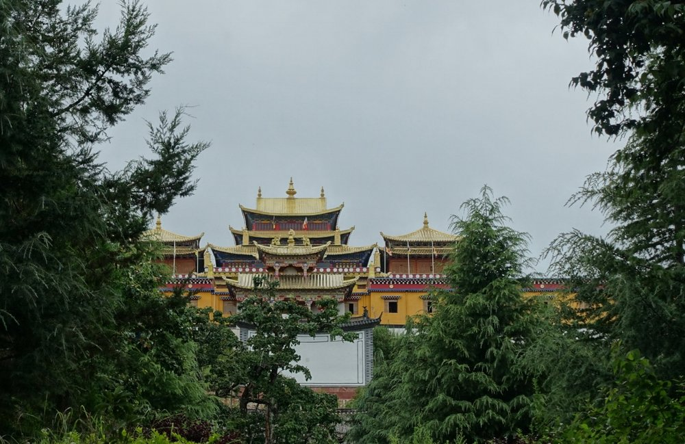 Other sights are within walking distance, such as the formidable Zhiyun temple, whose grand hall can seat hundreds of lamas.
