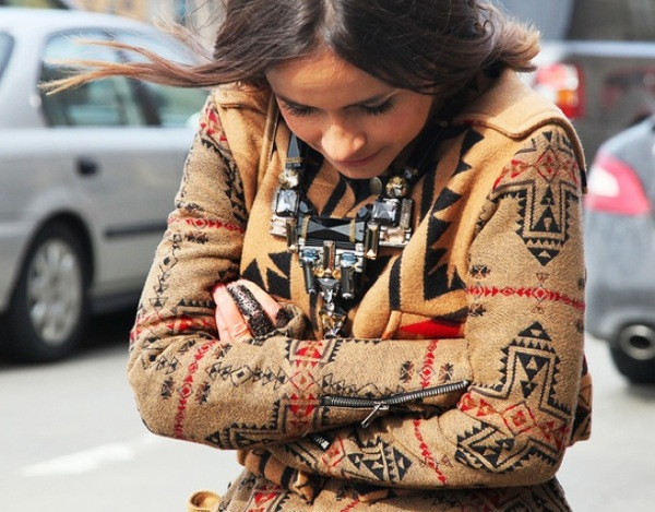 NATIVE PRINTS GRAZIA STREET STYLE MIROSLAVA DUMA CAPE WRAP CARDIGAN SWEATER ORNATE EMBELLISHED NECKLACE STATEMENT FASHION WEEK FW 2012
