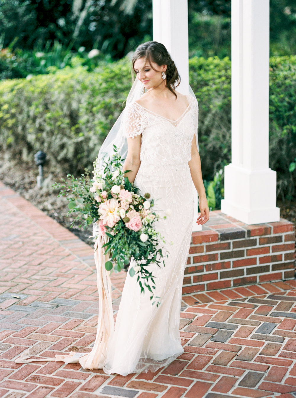 cypress grove estate house orlando florida wedding photos, bride with flowers
