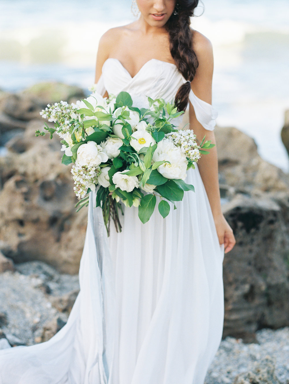 coral cove, jupiter beach FL, palm beach wedding photos, bride with bouquet and wedding dress gown