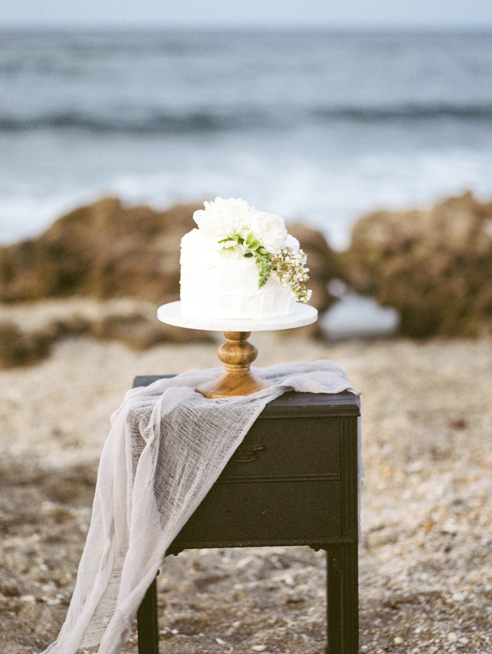 coral cove, jupiter beach FL, palm beach wedding photos, wedding cake from publix