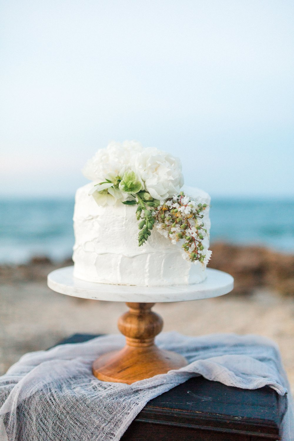 coral cove, jupiter beach FL, palm beach wedding photos, wedding cake from publix bakery