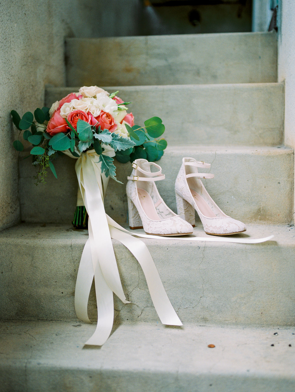 sydonie-mansion-mount-dora-orlando-fl-wedding-photos-bridal-shoes