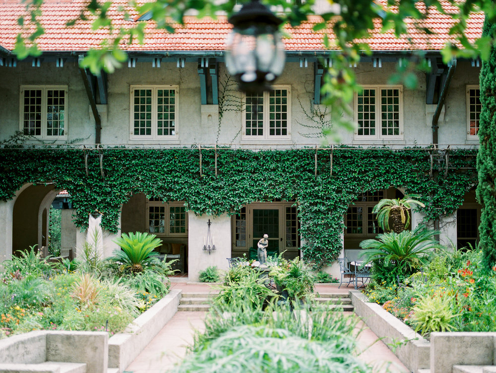 sydonie mansion mount dora orlando fl wedding photos courtyard first look
