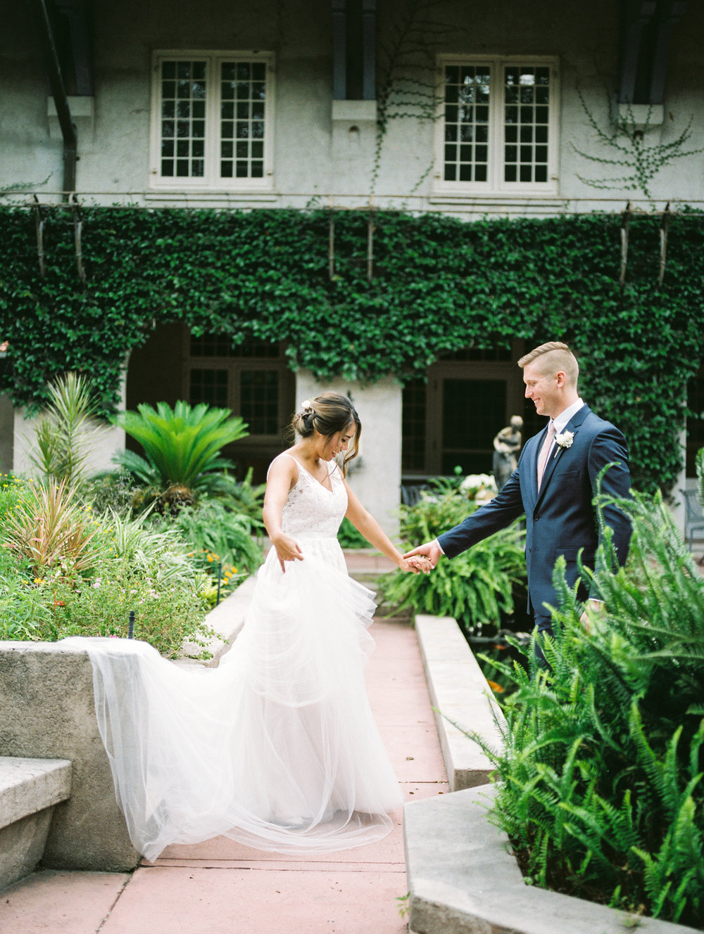 sydonie-mansion-mount-dora-orlando-fl-wedding-photos-courtyard-first-look