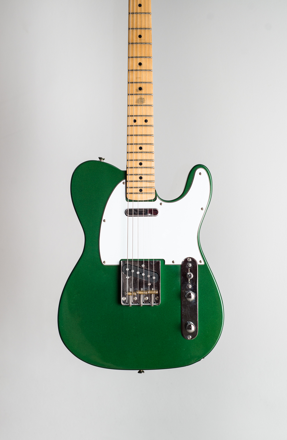 Recycled maple telecaster body with an original maple stratocaster neck. Passive circuitry + original Fender hardware. Built in collaboration with my little brother.