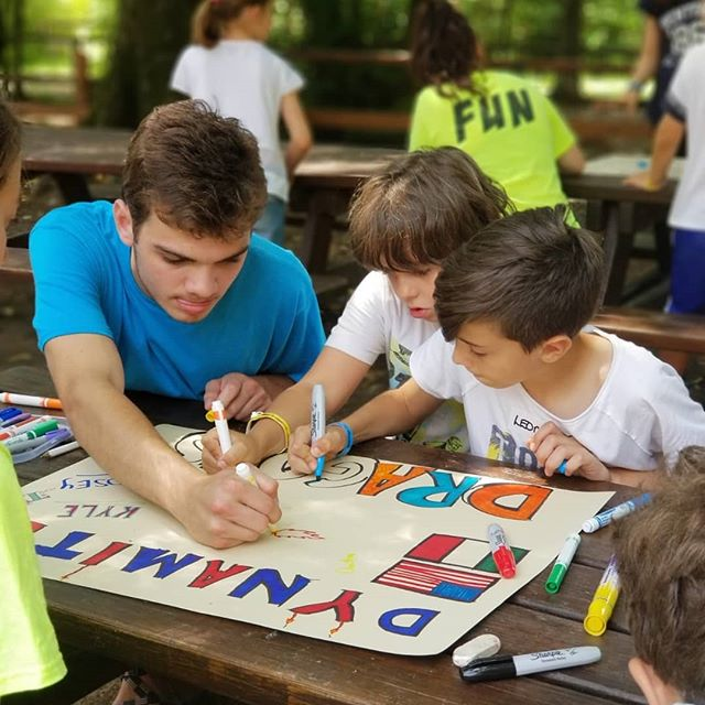 Kyle has been getting artsy with our campers - Go Dynamite Dragons!! #americanenglishfuncamp #ultimateXchange