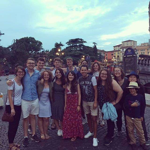 Last night, last pizza and last team photo! Safe trip back to the US! We're going to miss you! Come back soon! #ultimateXchange #americanenglishFUNcamp #englishinaction #verona