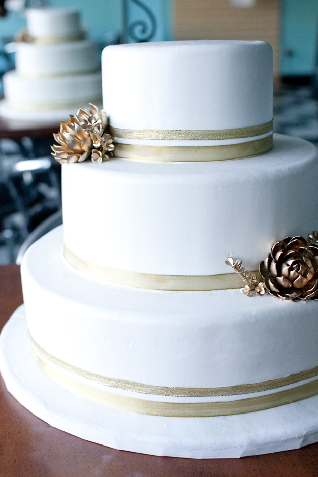 YellowKitchenCakes-Wedding_04.jpg