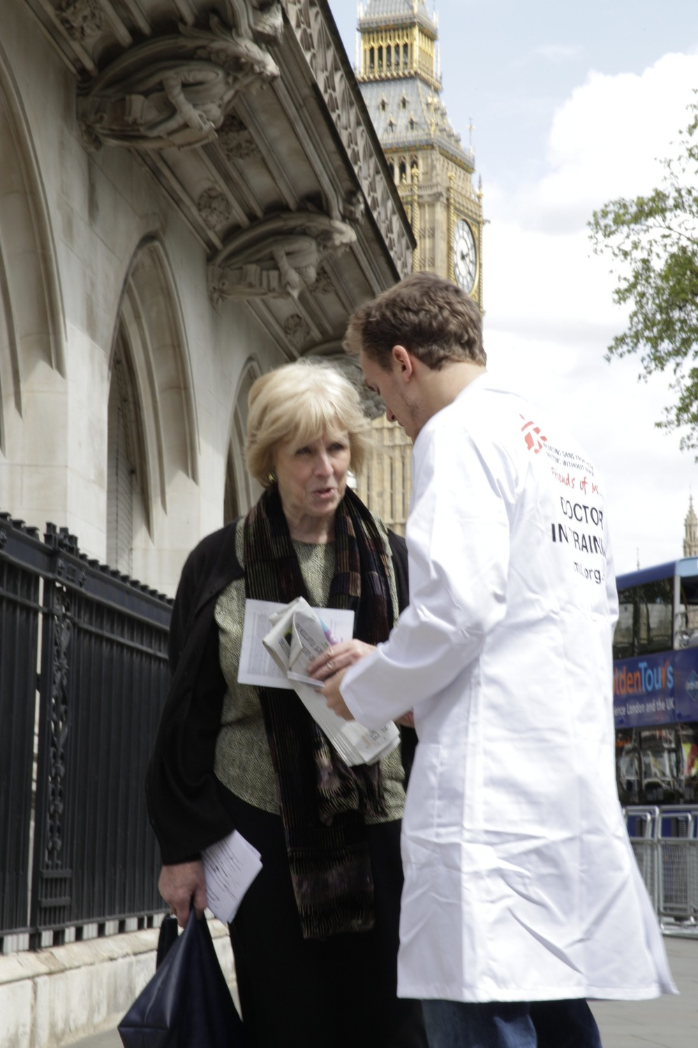 Doctors Without Borders ask shareholders in London to put pressure on GSK to lower the price.