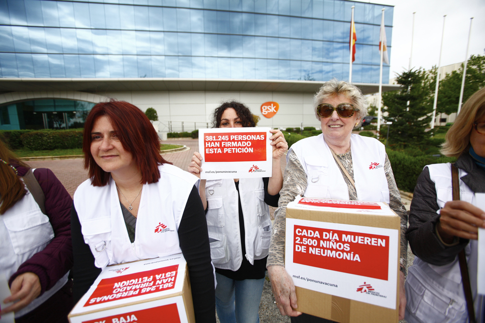 Doctors Without Borders delivers petition signatures to GSK in Madrid.