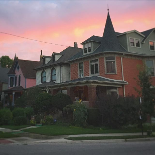 Pink on pink in Logan Square.  #middleouest #midwest #sunset #logansquare #newneighborhood #chicagoarchitecture
