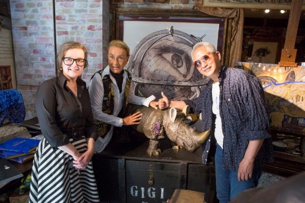 Lynn Johnson, Gigi Bon, Shih Li-Jen in Gigi's Studio d'Arte 'Mirabilia'. Photo Mark Smith.