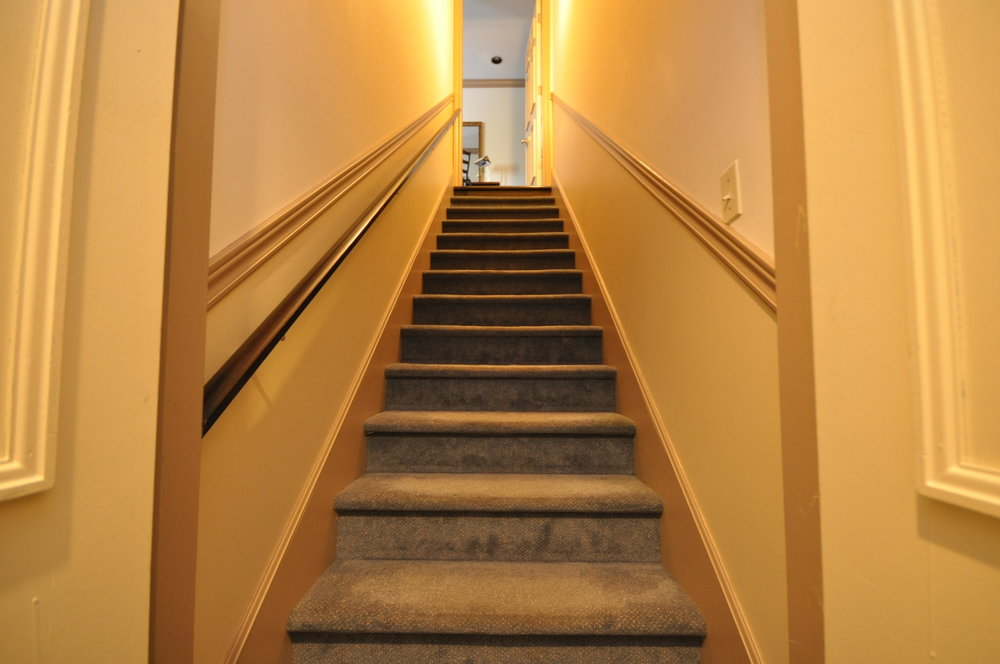 2 Story 1 Bedroom Suite - Staircase 357