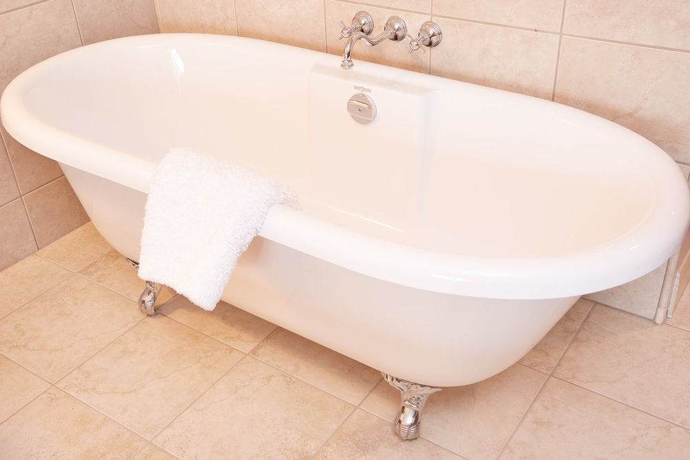 Queen Claw Foot Tub Room 311