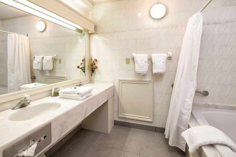 Bathroom Studio Suite 352