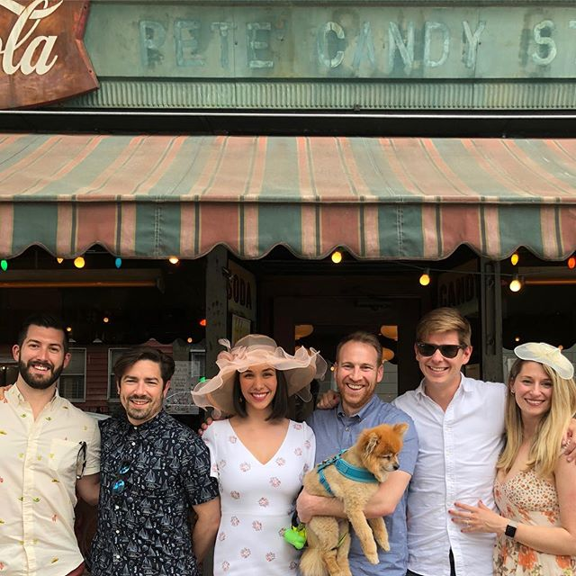 Cinco de Derb's @petescandystore with this fab crew ❤️🎩🐴🥑 #kentuckyderby #cincodemayo #nofilter